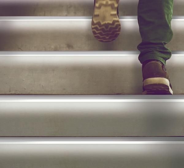 Perfil aluminio señalización escaleras